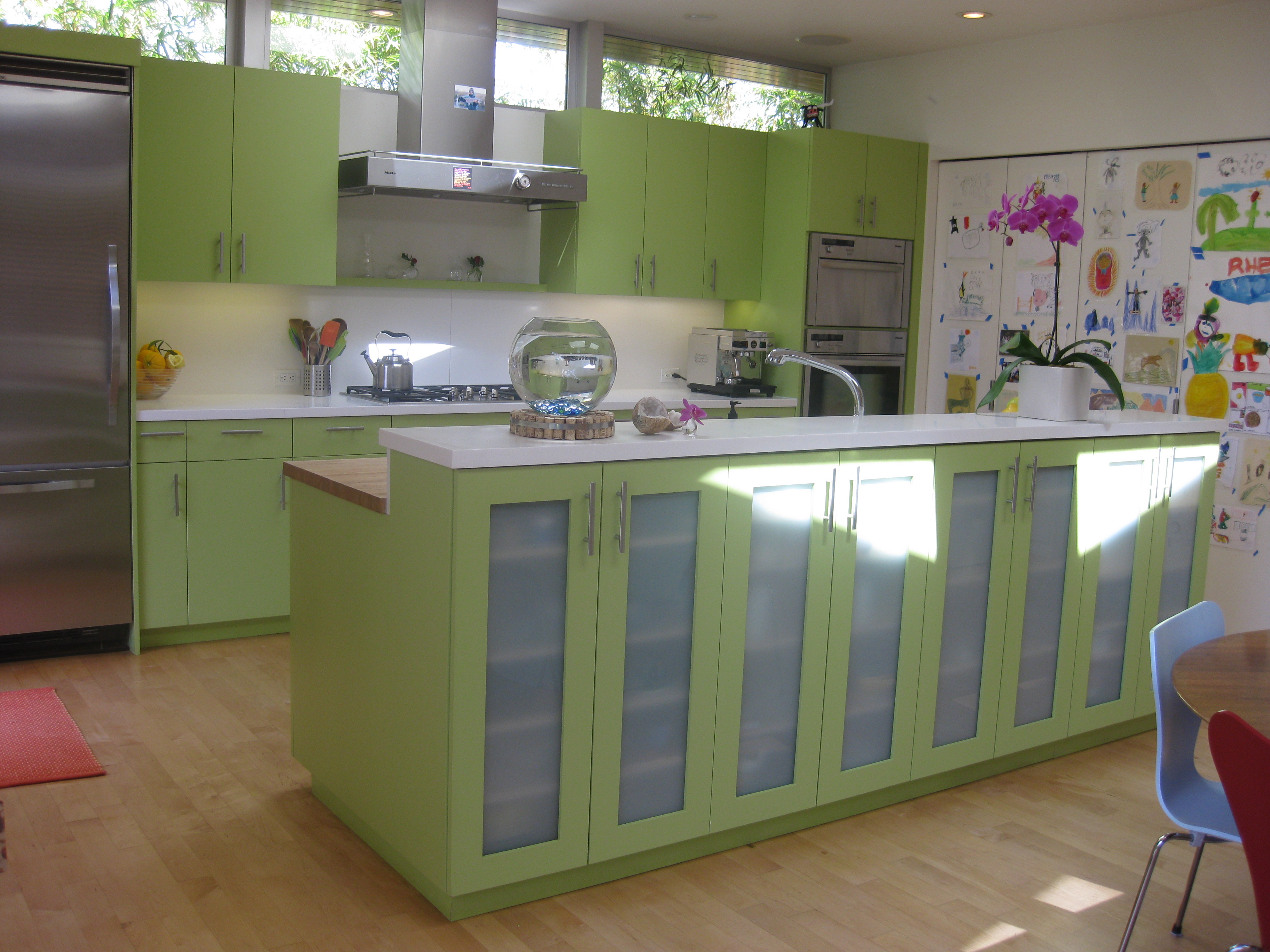Mint green kitchens poppy mint green makes cooking
