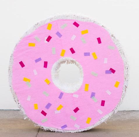 Giant-Donut-Pinata-DIY-600x900